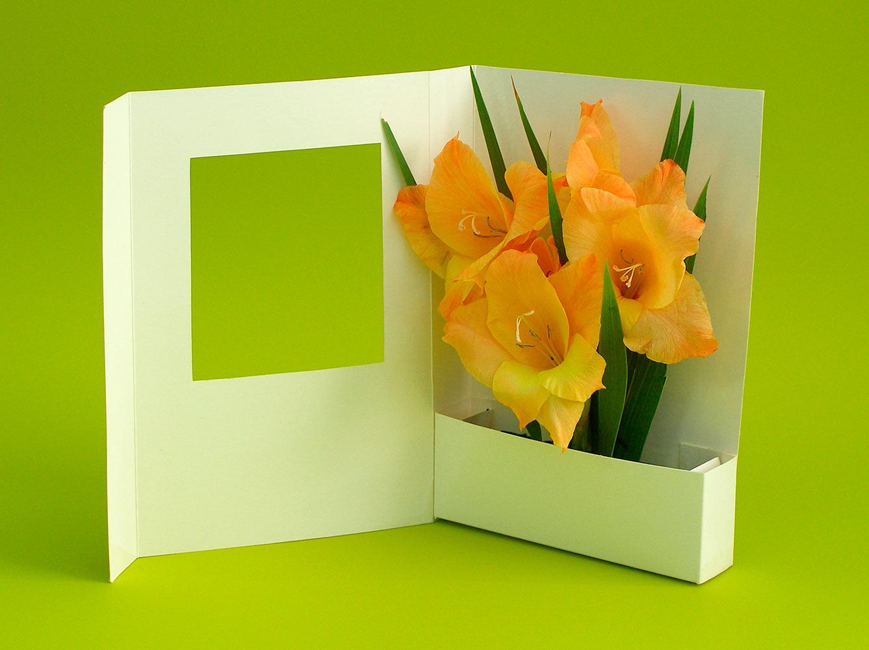 Открытка своими руками с цветами внутри